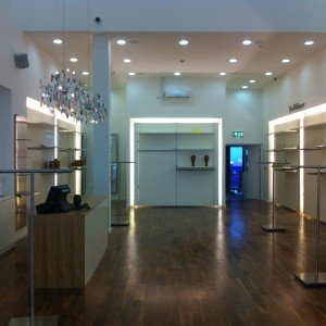 Apparel Shop Fitout: Itsome